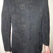пиджак мужской тёмный с орнаментом,ворот стойка