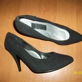 Туфли замшевые фирменные 38 р.