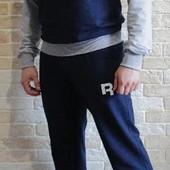 Спортивный костюм Reebok, можно приобрести отдельно или подобрать.