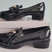 В наявності лакові туфлі-лофери  туфли лоферы