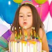 Все для праздника, скатерть, посуда одноразовая, свечи, тарелки, стаканчики, дудки, колпаки и тд.