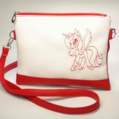 Стильная сумочка для девочки с разной вышивкой