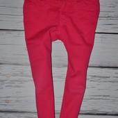 2 - 3 года 98 см H&M фирменные Малиновые джинсы узкачи с сердечками