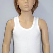 Майка белая для мальчика на рост 116-122см.