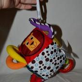 азвивающая игрушка - подвеска Активный куб Lamaze Ламазе