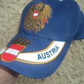 Фірмова оригінал блейзер- кепка Австрія .