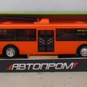 Троллейбус,инерц. 9690A  батар., свет, звук, в кор.32,7*10*10 см.
