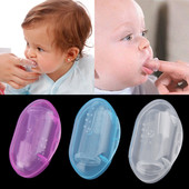 Первая зубная мягкая силиконовая щетка в футляре.