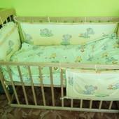 кровать с матрасом двухсторонним и защитой.