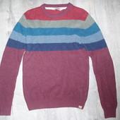Фирменный свитер р.М-Л в хорошем состоянии