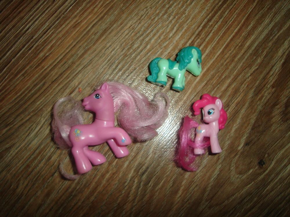 Маленькие лошадки, пони розовые обе hasbro 4-5 см фото №1