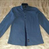 Фирменная рубашка синяя с арнаментом р.М (164-168)