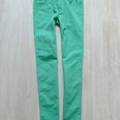 Новые яркие джинсы. Модель унисекс. H&M. Размер 13-14 лет