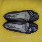 Лакированые туфли-балетки,37 размер.По стельке 23,8 см.