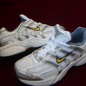 Nike оригинальные кожаные кроссовки 35