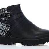 Ботинки коричневые и черные
