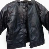 Модная куртка кожанка F&F на мальчика 2-3года