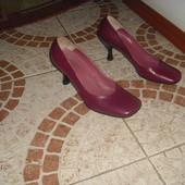 Зручні туфлі бренду fr шкіра 37 розмір 24 см Італія