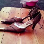 Очень красивые туфли, 39 размер, УК 15 гривен
