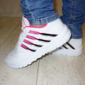 Кроссовки белые с полоской
