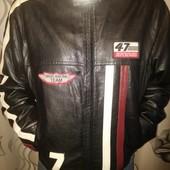 Куртка - качественный кожзам, состояние идеальное!