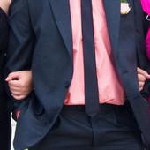 продам мужской деловой костюм и рубашка модный свадебный недорого М-L