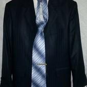 Костюм Legenda Class (48 размер) с рубашкой,галстуком и запонками ( одет 1 раз )