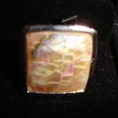 Кольцо с натуральным перламутром квадрат размер регулируется