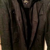 Утеплённое стильное молодёжное мужское пальто