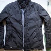 Красивая демисезонная курточка, размер M-L.
