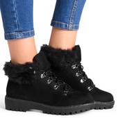 Демисезонные ботинки черного цвета на рельефной платформе