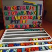 Великий набір англ.алфавіту і цифр у чемоданчику