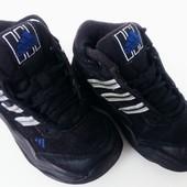 Кроссовки adidas чёрного цвета 22размер