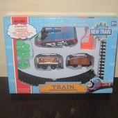 """Железная  дорога """" Паровозик Томас """"  с вагончиками , дерево ,указатель, на батар.Дл. путей 1.54"""