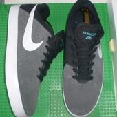 кроссовки Nike р. 41 8 , 26 см