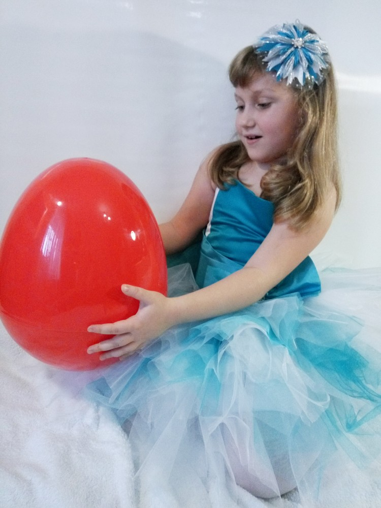 Огромные пластиковые яйца-сюрпризы с игрушками фото №1