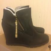 Новые ботинки UGG