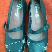 Туфли от  марки  Bata.