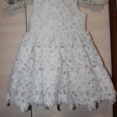 шикарне кружевне платья 2-3 года
