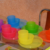 Яркая посуда от Ikea