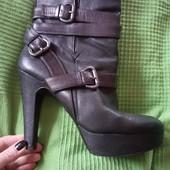 Стильні черевики guess