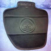 Специальная подкладка на сиденье под автокресло