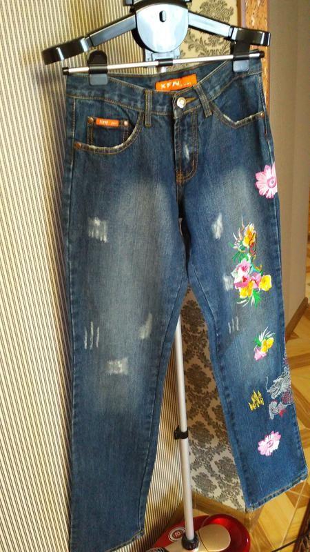 Крутые джинсы с вышивкой фото №1