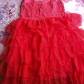 персиковое нарядное платье с кружевом и фатином