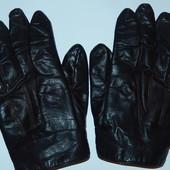 Мужские кожаные перчатки,на небольшую мужскую руку,ориентировочно 9-9,5 р-р