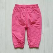 Яркие штаники для девочки. Внутри на котоновой подкладке. Размер 6 месяцев. Состояние: новой вещи