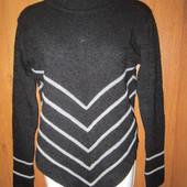 Очень теплый оригинальной формы свитерочек в отличном состоянии, Уп 15грн