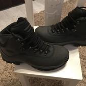 Демі ботинки від Hi-Tec,із натурального нубука,розмір 40,стелька 25,стан нових