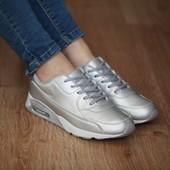 Женские кроссовки серебристого цвета