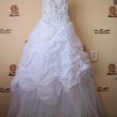 свадебное платье, корсетом регулируется по фигуре